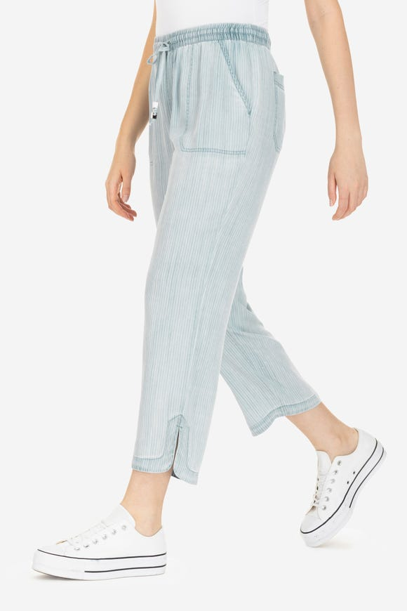 PULL-ON CAPRI WITH PATCH POCKETS