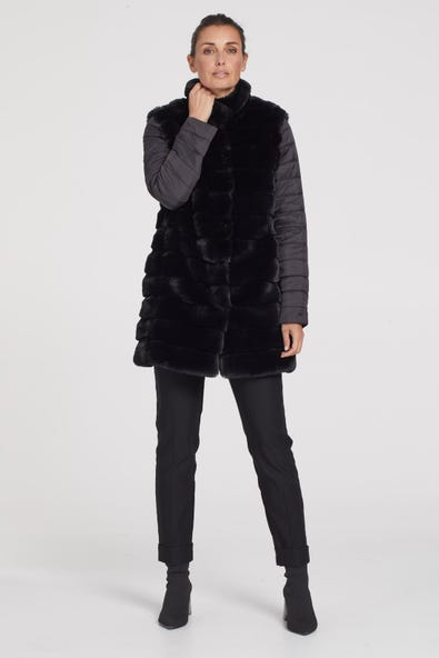 FUR COAT WITH REMOVABLE SLEEVES