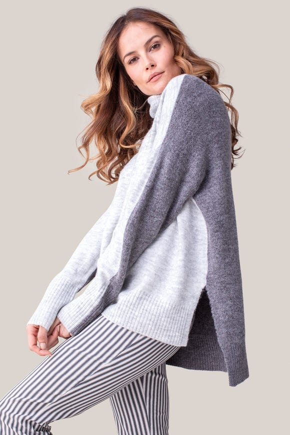 TURTLENECK COLOR BLOCK SWEATER